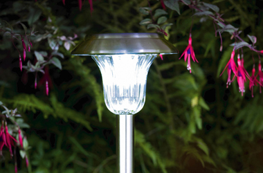 How to Buy a Solar Garden Light