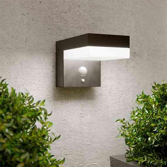 Warwick Solar Wall Light